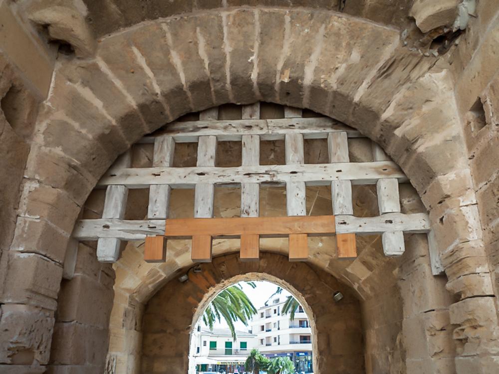 Portcullis Porta de Xara Alcudia Mallorca